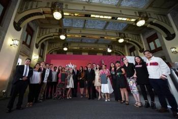 Entrega AMLO el premio nacional de la Juventud; la mayoría son mujeres
