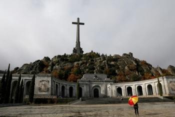 Retrasan exhumacioacuten de Franco tendraacute lugar el jueves