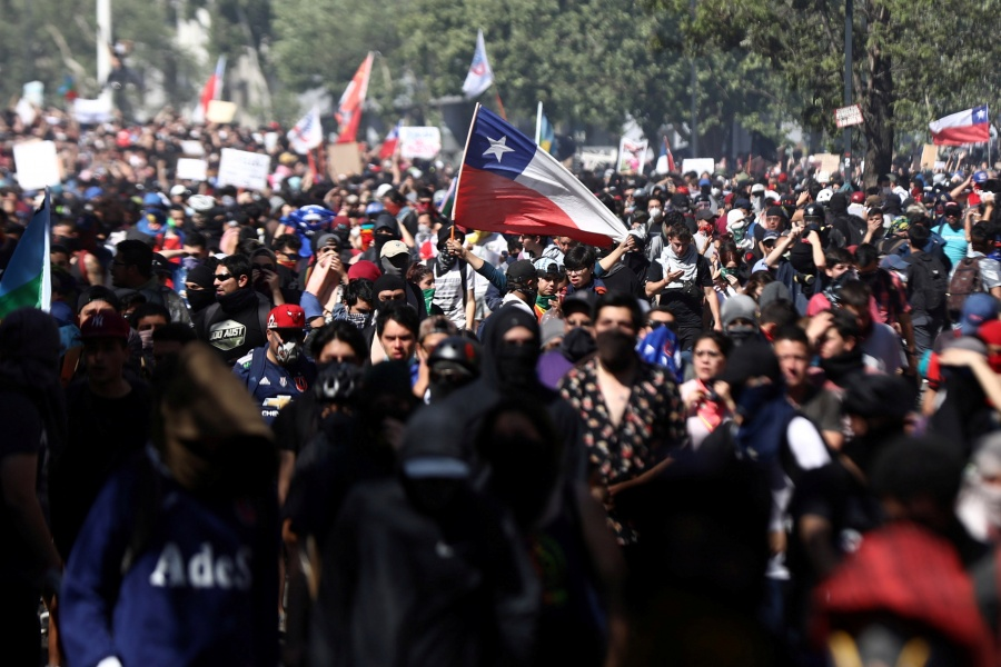 Convocan a huelga general en Chile