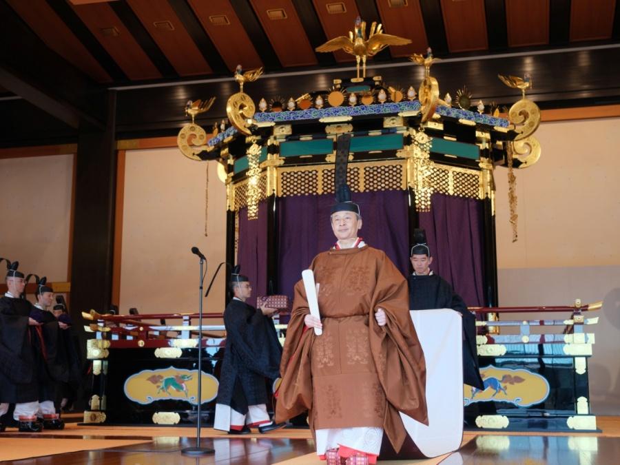 Emperador de Japón proclama formalmente su ascensión al trono