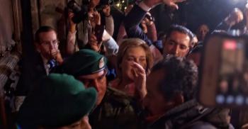 Denuncian alcaldes que fueron recibidos con gases y empujones en Palacio Nacional