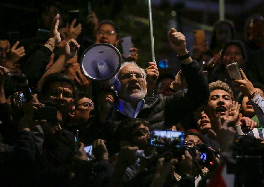 Carlos Mesa pide a la comunidad internacional evitar una dictadura en Bolivia