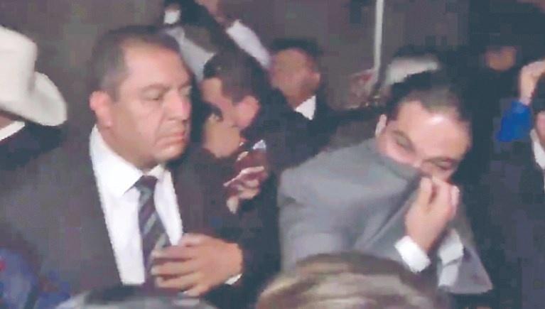 ...Y vocero dice que usaron gas lacrimógeno por seguridad