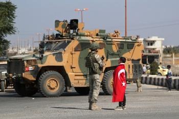 Advierte Turquía que operación en Siria está suspendida pero no concluida