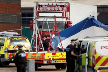 Policía británica encuentra 39 cadáveres en contenedor de camión