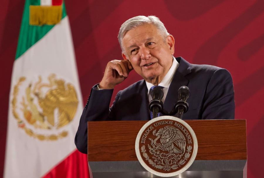 Analiza AMLO dar un cuarto informe sobre su Gobierno en el Zócalo