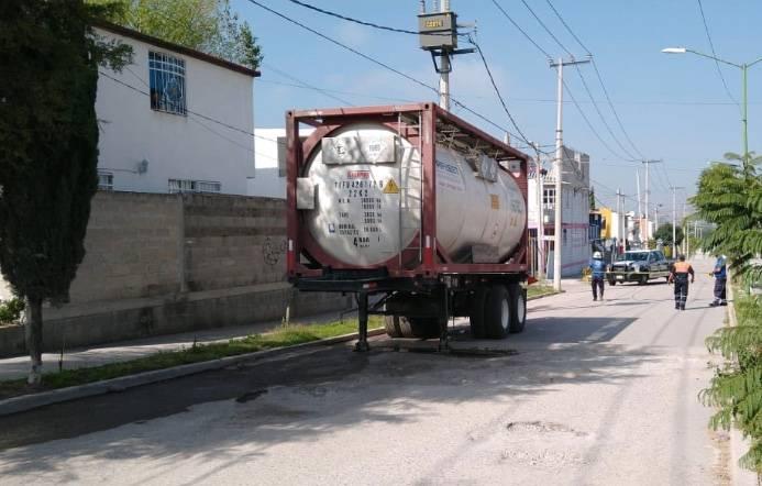 Encuentran camión con kilos de cianuro de sodio en el Edomex