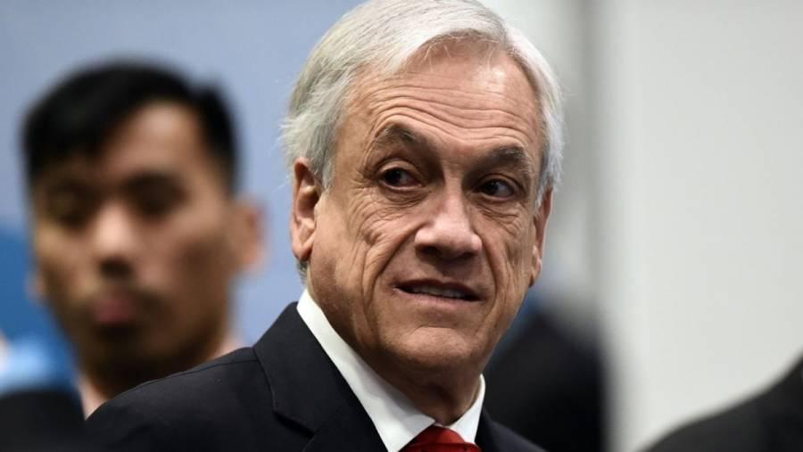 Piñera anula alza a electricidad y aumentará pensiones