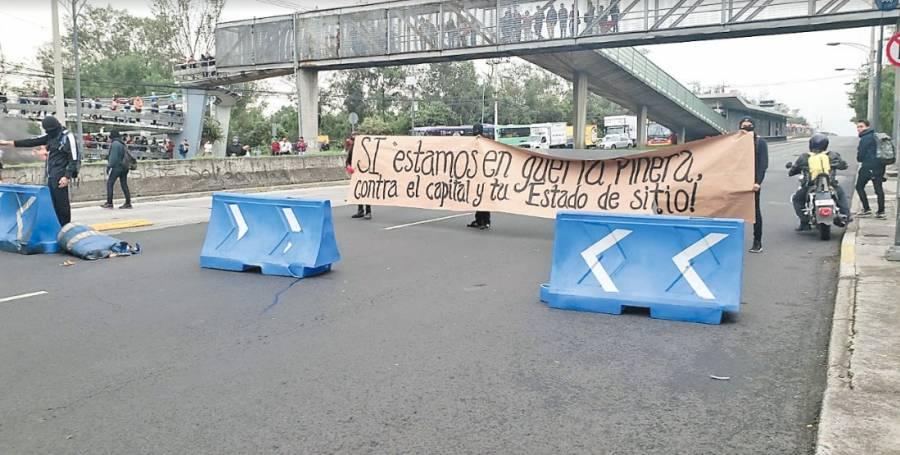 Bloquean Insurgentes en apoyo a Chile y Ecuador