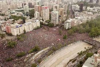 Se lleva a cabo marcha histórica en Chile con un millón de personas