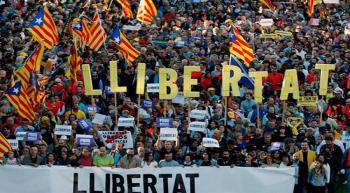 Miles de catalanes salen de nueva cuenta a las calles