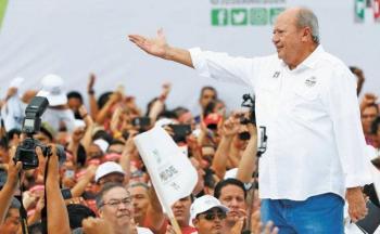 Romero Deschamps sigue en México y  está hospitalizado