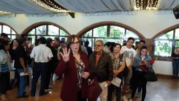 Bloquean asamblea de Morena en Naucalpan