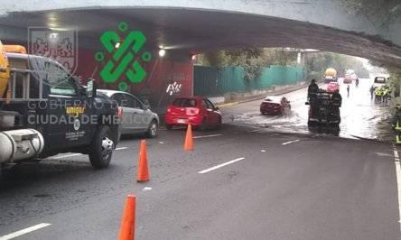 Encharcamiento causa tránsito lento en Insurgentes y Circuito Interior