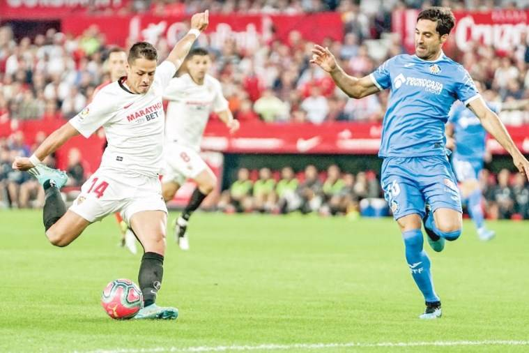 Chicharito anota por tercera vez como titular en el Sevilla