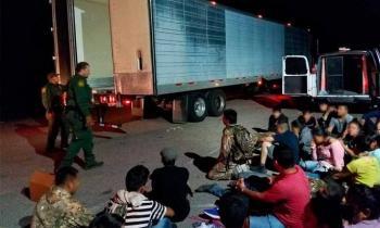 Encuentran en Arizona a 30 indocumentados que viajaban en un tráiler