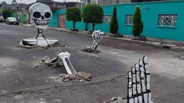 Las calaveras gigantes de Santa Cecilia se irán al centro de Tláhuac