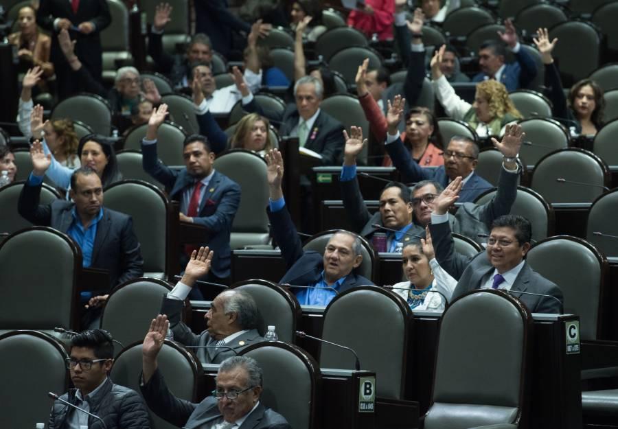 Diputados aprobaron en comisiones revocación de mandato y consulta popular