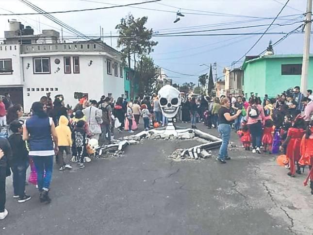 Calavera emergente en Tláhuac, homenaje a víctimas del 19-S
