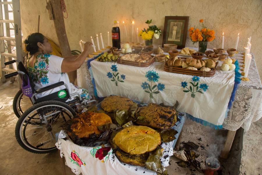 Ofrendas de Muertos, llenas de colorido, sabor y significados