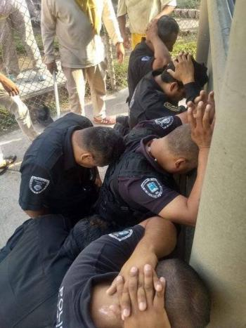 Motin en penal de Atlacholoaya; custodios sometidos