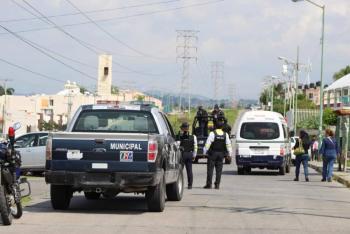 Cuauhtémoc Blanco se reúne con autoridades por motín en Atlacholoaya