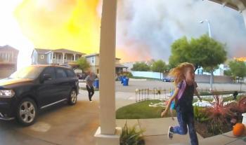 VIDEO: Una familia realiza angustiosa evacuación por incendios en Los Ángeles