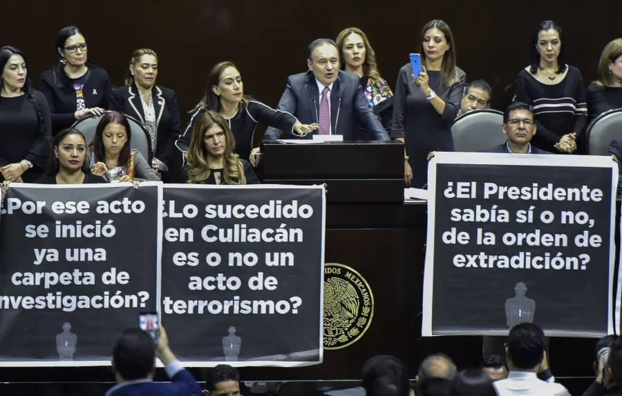 Con un ambiente de tensión legisladores de oposición y titular de la SSPC se presenta en San Lázaro