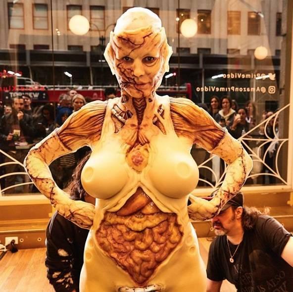 Heidi Klum sorprende al disfrazarse ante el público en Manhattan