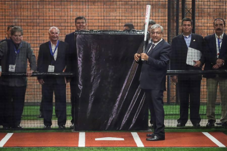 Compara AMLO el béisbol con la buena política