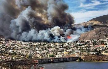 Incendio en Ensenada deja un muerto y 25 casas afectadas