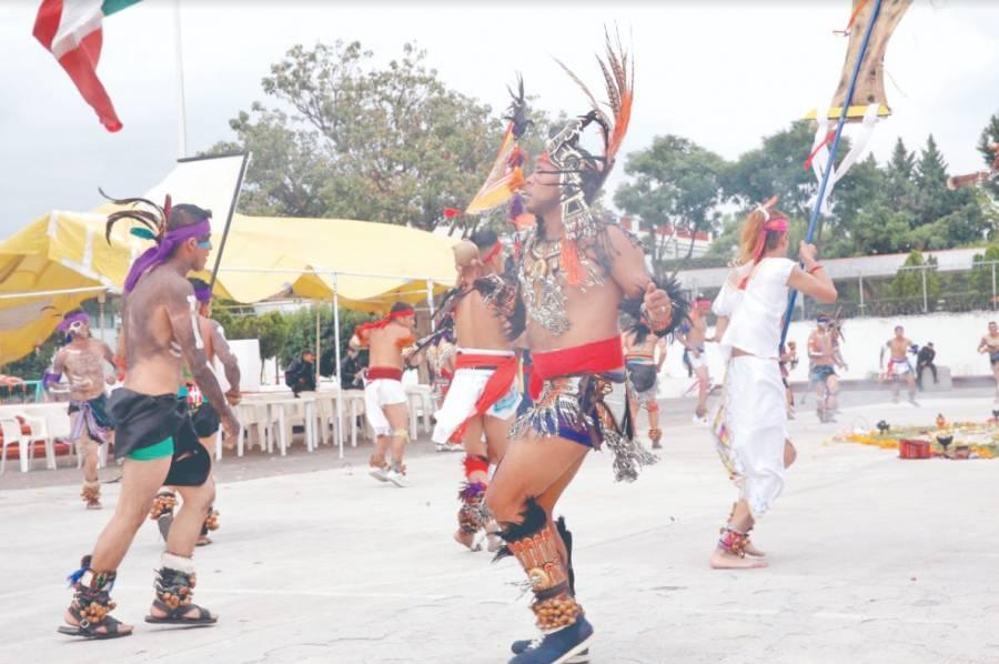 Reos celebran a muertos con danza prehispánica