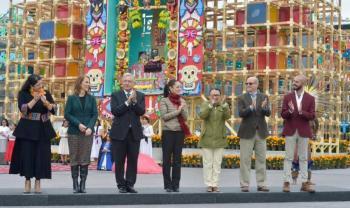 Inaugura AMLO Megaofrenda en el Zócalo capitalino