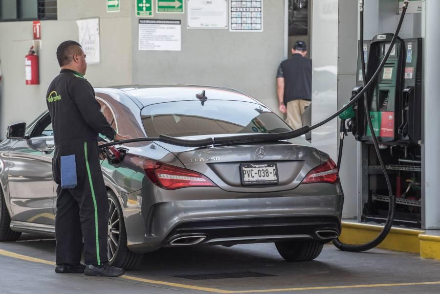 Reitera AMLO compromiso de bajar precio de combustibles