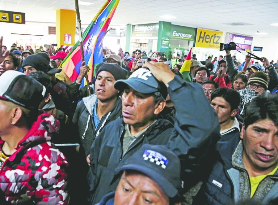 Oposición presiona a Evo para que renuncie