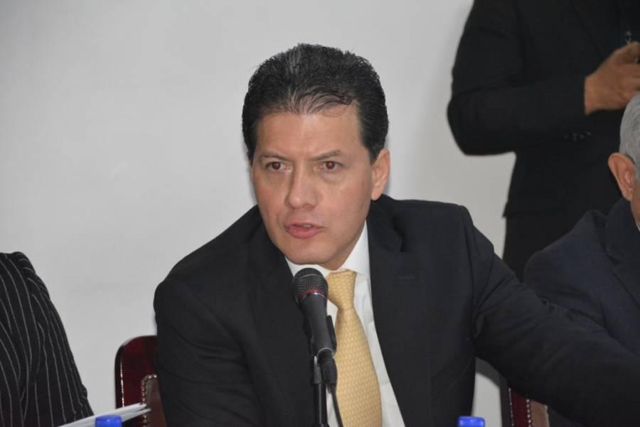 El 80% del trabajo legislativo son ocurrencias: Lobo Román
