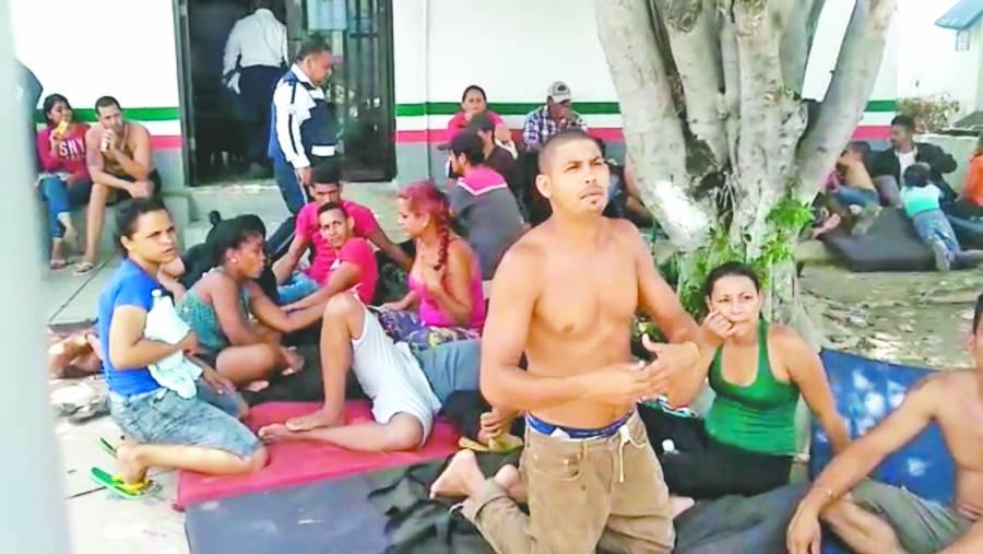 inmmantiene hacinados a 66 migrantes en centro dehuixtla