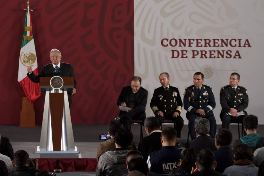 Dice AMLO que no se limitarán críticas de militares al Gobierno