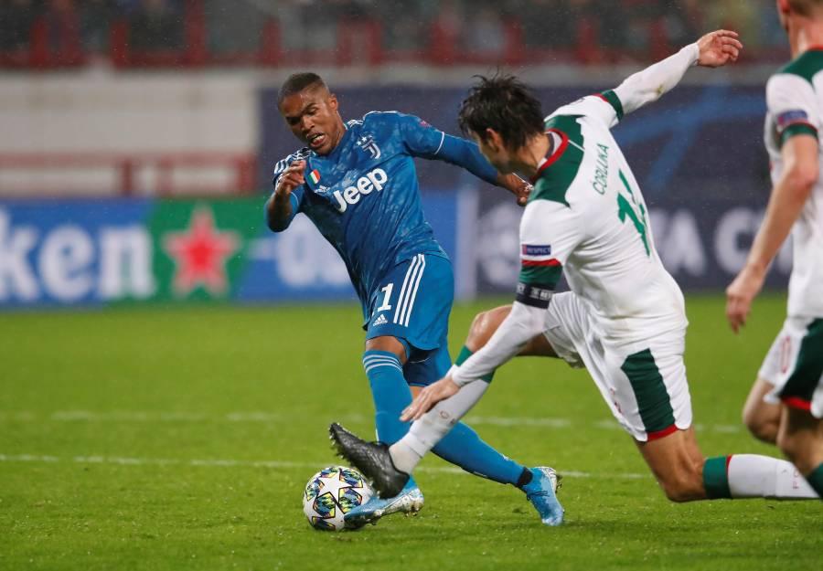 De último minuto, Douglas Costa clasifica a la Juventus a octavos