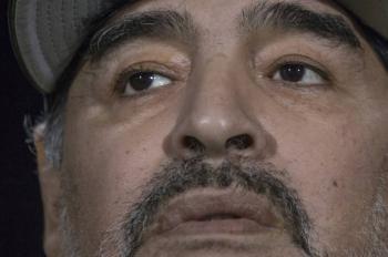 Maradona deshereda a sus hijos por decir que está muriendo