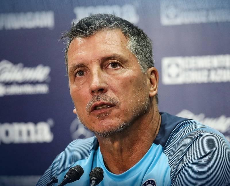 Siboldi asegura que continuará en Cruz Azul