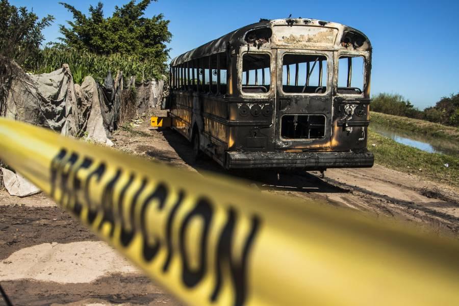 Incendian sujetos armados tres camiones en la Acapulco-Zihuatanejo