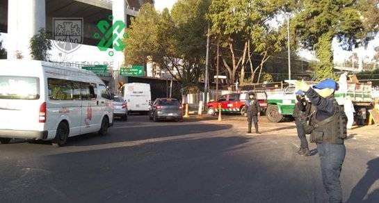 Volcadura de tráiler genera caos vial en Lomas de Sotelo