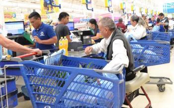 Investigarán presunto abuso laboral de adultos mayores en Walmart