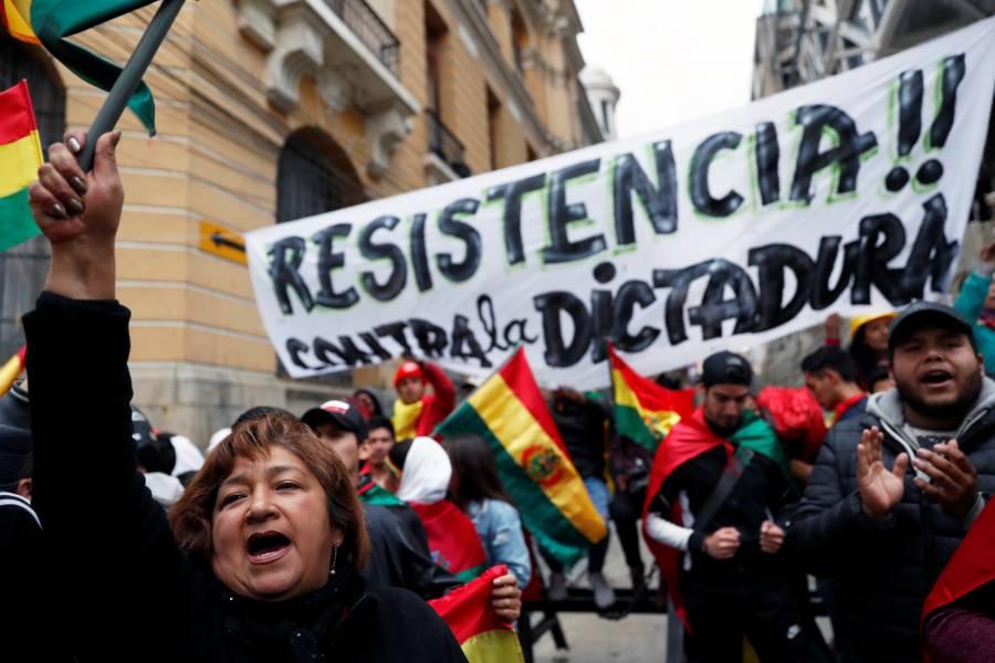 Hay renuncias de funcionarios en medio de crisis en Bolivia