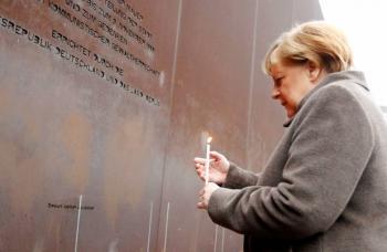 Merkel pide defender la libertad a 30 años de la caída del Muro de Berlín