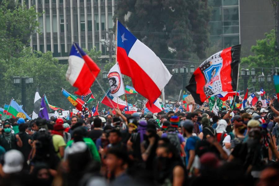 """Gobierno de Chile accede a reformar la Constitución a través de """"Congreso Constituyente"""
