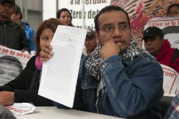Piden padres de estudiantes consignar a funcionarios por caso Ayotzinapa