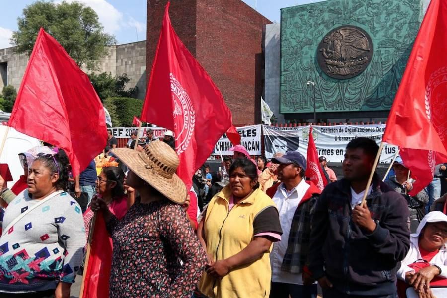 Campesinos mantienen cierre vehicular en San lázaro