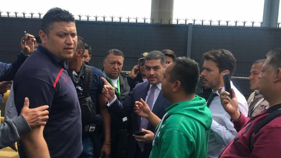 García Harfuch intenta dialogar con policías federales tras bloqueo al AICM